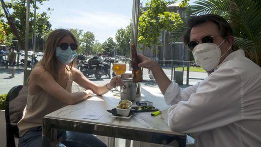 Canarias se suma a Galicia en la prohibición de fumar sin distancia de seguridad y Madrid estudia el mecanismo legal