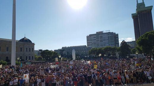 Cientos de 'conspiranoides' protestan en Madrid contra la mascarilla obligatoria