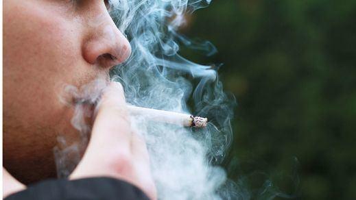 El juez que no ratificó la prohibición de fumar en la Comunidad de Madrid dice que la orden sigue vigente