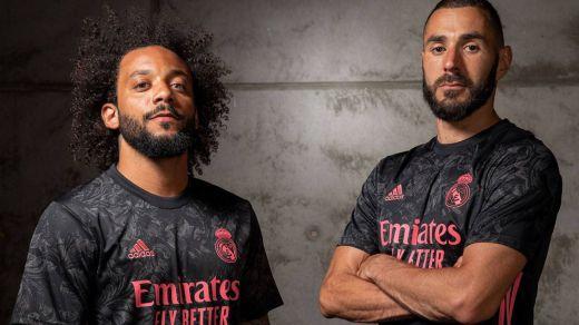 La nueva tercera camiseta del Real Madrid, negra y rosa con estampados grises