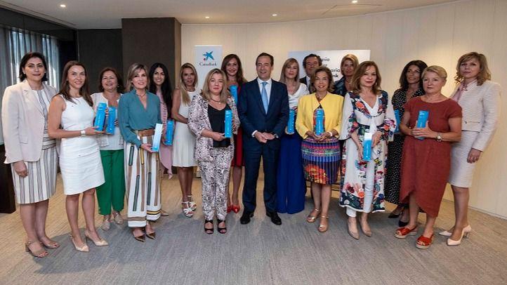 Gonzalo Gortázar, consejero delegado de CaixaBank, y las ganadoras territoriales de los Premios Mujer Empresaria CaixaBank 2019