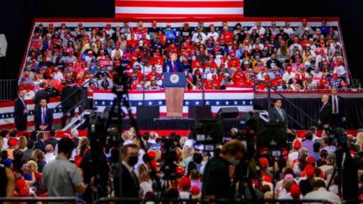 Trump se salta las normas anti-coronavirus al congregar a miles de personas en un mitin electoral