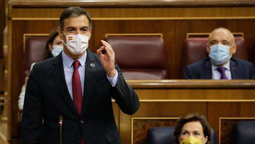 Tenso cruce de reproches entre Sánchez y Casado en el Congreso