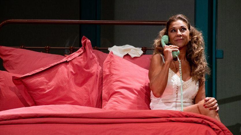 """""""La fuerza del cariño"""", estrenada en el Teatro Goya de Barcelona, con el público que llenó la platea, cariñoso con Lolita"""