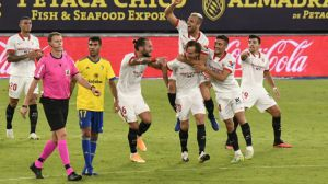 El Sevilla olvida la Supercopa europea remontando y ganando al Cádiz (1-3)