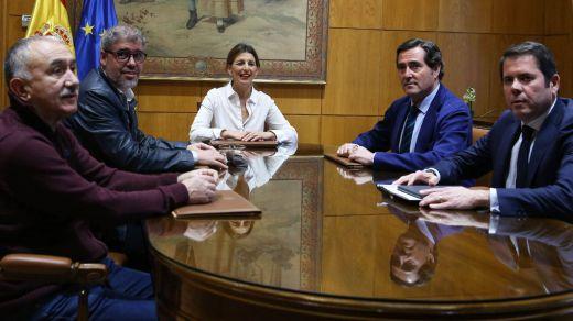 El Gobierno ultima la negociación de los ERTE: 700.000 trabajadores se quedan sin cobertura el día 30