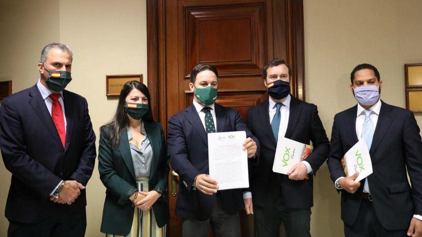 Vox cumple su amenaza y registra la moción de censura contra Sánchez