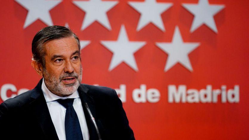 El Gobierno madrileño rechaza las dudas sobre sus cifras de contagios: bajan los positivos