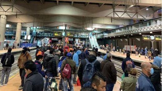Incertidumbre en Atocha: muchos pasajeros se encuentran en la estación sin saber si podrán salir