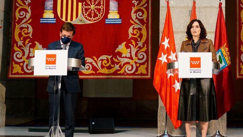 Ayuso y Almeida acusan a Illa de 'inventarse' un cambio de reglas para mantener cerrada Madrid