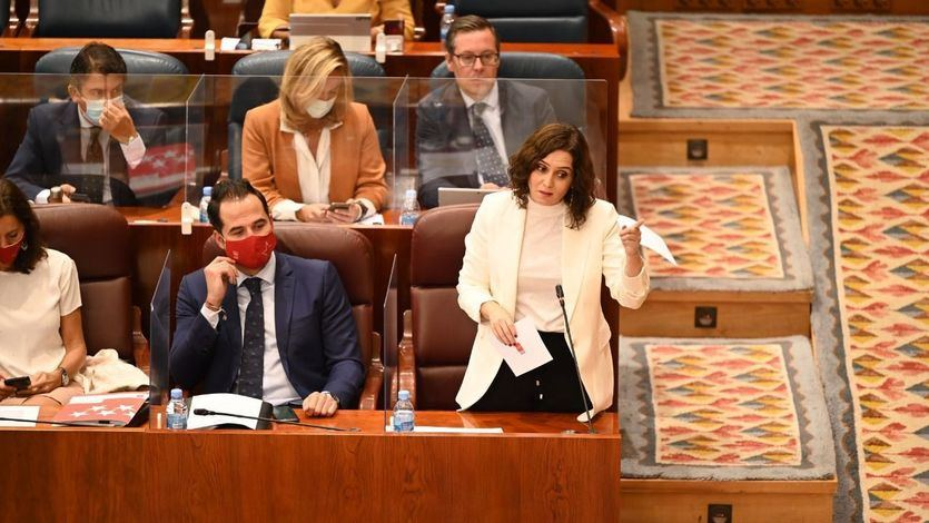 La oposición pide a Ayuso que abandone 'su batalla contra Sánchez' y ella critica la imposición del estado de alarma 'a punta de pistola'