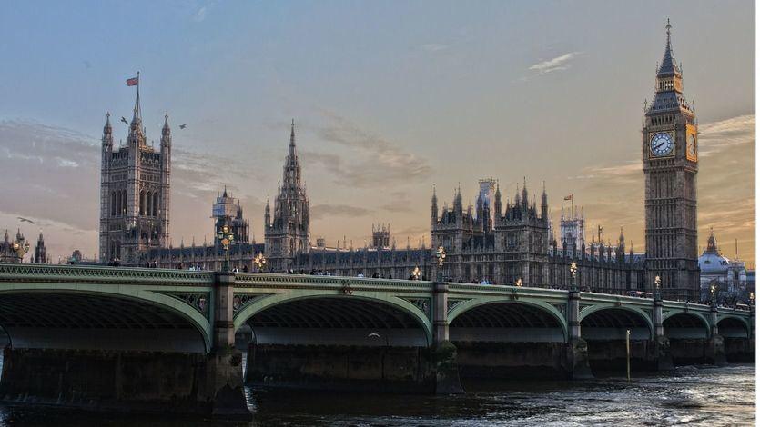 Johnson decreta en Londres el nivel 2 de alerta por el coronavirus y endurece las restricciones