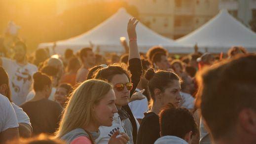 Cataluña cerrará a las 22:00 los comercios 24 horas para evitar la venta de alcohol
