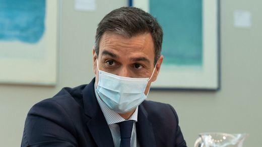 Sánchez conmemora el fin de ETA hablando de 'terrorismo' pero también de 'lucha armada' y se lía en redes...