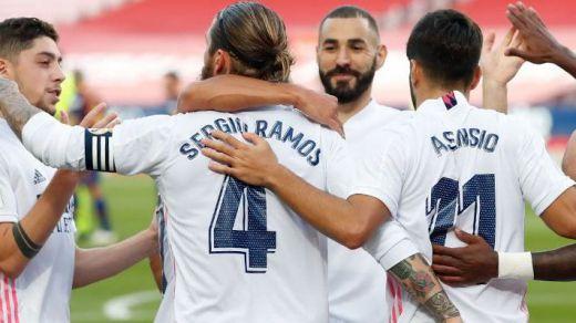 Un Madrid muy cambiado se lleva el Clásico, VAR mediante (1-3)
