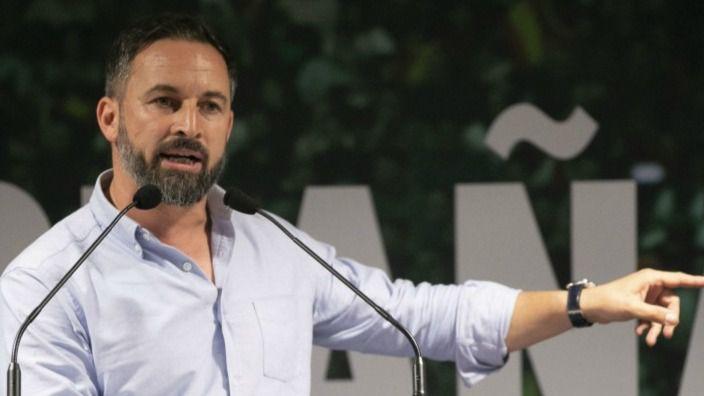 Abascal llama 'cobarde' a Casado, pide a Europa 'no aceptar inmigrantes' y recurrirá el estado de alarma