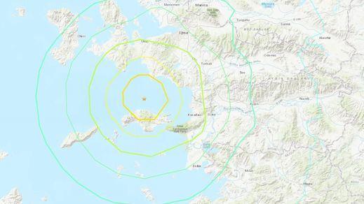 Un terremoto de gran magnitud sacude Grecia y Turquía y provoca un pequeño tsunami