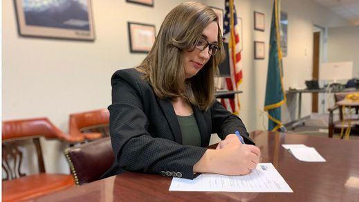 Sarah McBride se convierte en la primera senadora trans de EEUU