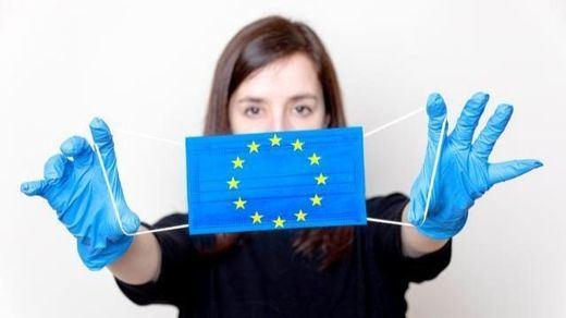 Los casos de coronavirus siguen creciendo en Europa a la vez que aumentan las protestas