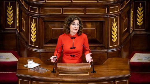 Montero aprovecha el debate de Presupuestos para un anuncio popular: bajará el precio de las mascarillas