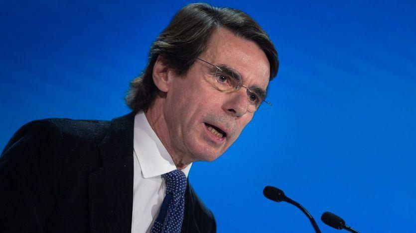 Aznar llega al insulto para hablar de Sánchez: 'Tiene una cara de inútil que no puede con ella'