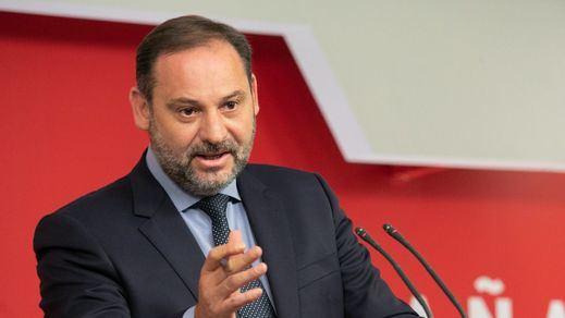 El PSOE intenta sofocar su 'incendio interno' y niega que haya un pacto con Bildu