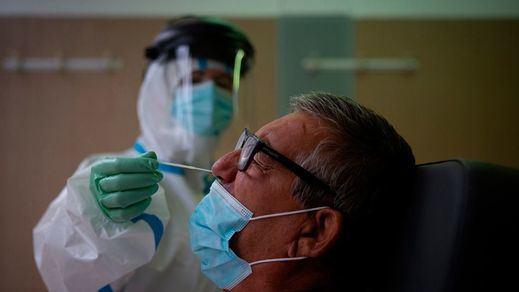 La curva de contagios por coronavirus sigue a la baja con menos de 10.000 este domingo