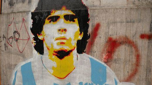 Los restos mortales de Maradona llegan a la sede del Gobierno argentino para un velatorio nacional