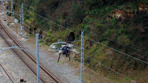 Telefónica implanta en Galicia una solución de inspección en remoto de las vías ferroviarias con 5G y drones