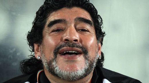 Vergonzoso espectáculo final para despedir a Maradona: un entierro lleno de incidentes, fotos indecentes, drones...