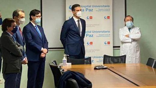Fuertes abucheos a Pedro Sánchez durante su visita a un hospital en Madrid