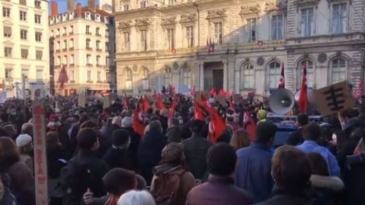Fuertes disturbios en París tras la manifestación en contra de la nueva Ley de Seguridad