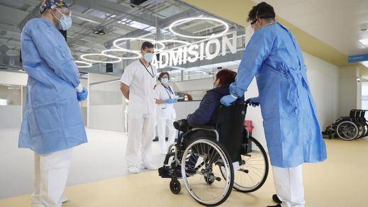 El hospital de pandemias de Madrid recibe a su primera paciente: una mujer de 63 años con covid