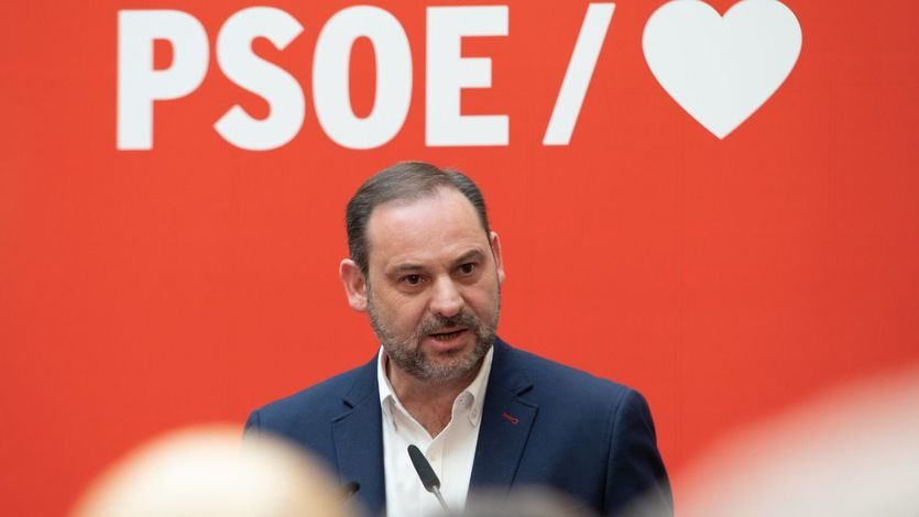 Ábalos critica el vídeo de Podemos sobre la monarquía: 'Nosotros no seríamos capaces de hacer algo así'