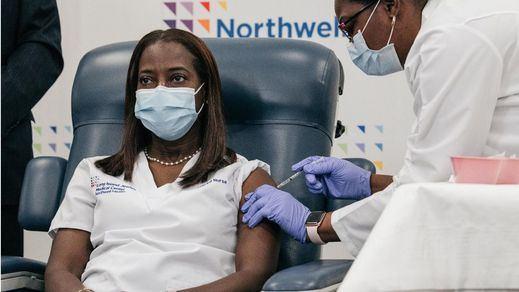 Una enfermera de Nueva York, la primera en recibir la vacuna contra el coronavirus en EEUU