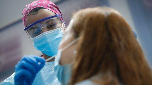 La incidencia vuelve a superar los 200 casos tras sumar 11.078 nuevos contagios