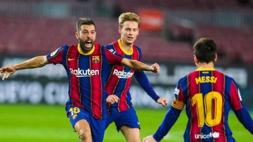 El Barça aparca la crisis y se acerca al pelotón que encabeza la Liga (2-1)