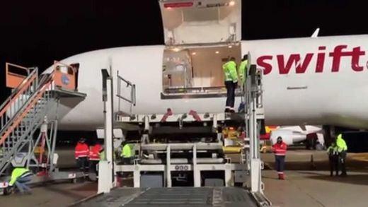 Llegan a España, con un día de retraso, las 369.525 dosis prometidas de la vacuna de Pfizer