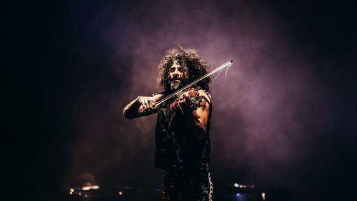El prestigioso violinista Ara Malikian sorprende en Barajas con un concierto sorpresa