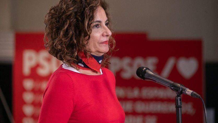 Montero cree que con las vacunas se inicia 'una nueva etapa' y se recuperará el crecimiento económico