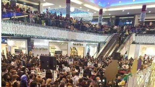 Desalojan un centro comercial de Marbella por aglomeraciones para ver a Kiko Rivera, Omar Montes y Fani