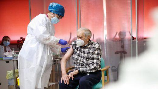 Cruz Roja ayudará a la vacunación en Madrid a cambio de 133.000 euros mensuales