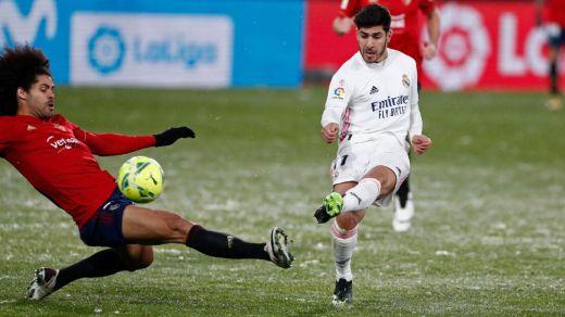 Tremendo enfado en el Madrid por permitir la Liga disputar en el encuentro nevado ante el Osasuna (0-0)
