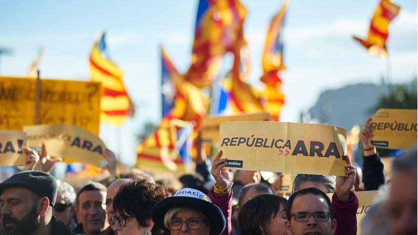 Cataluña: el soberanismo cae en las encuestas y suma fuerzas el 'no' a la independencia