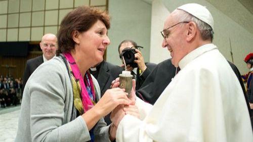 El Papa sigue con sus revoluciones y acerca más a las mujeres al nivel del sacerdocio