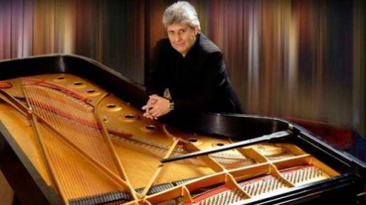 El mejor homenaje a Astor Piazzolla... el que le ofrece el excepcional pianista Mario Parmisano (disfrute por adelantado con estos dos vídeos)