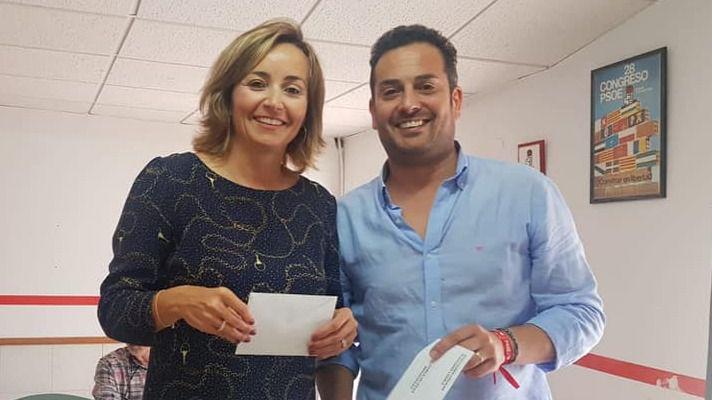 Ximo Coll y Carolina Vives, votando en una foto de archivo