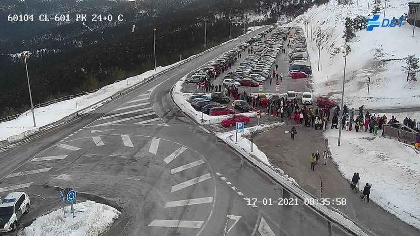 La sierra de Madrid se colapsa (todavía más) con la apertura de las pistas de esquí