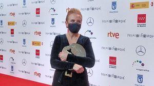 El emotivo gesto de Elena Irureta al recibir su galardón en los Premios Forqué