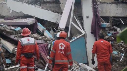 Ascienden a 56 los muertos por el fuerte terremoto ocurrido en Indonesia